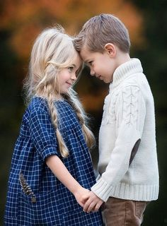 Trendy young children photography for kids Brother Sister Photos, Sister Poses, Kid Poses, Brother Sister Photography, Sibling Photos, Family Photos, Family Posing, Family Portraits, Kind Photo