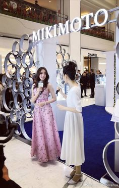 Desk For Girls Room, Girl Desk, Chinese Actress, Bridesmaid Dresses, Wedding Dresses, Celebrity Outfits, Emma Watson, Casual Outfits, Actresses