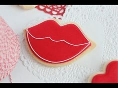 Tutorial... how to outline and flood cookies with icing