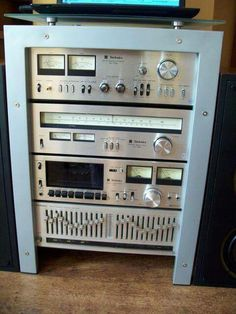 Vintage Technics kit - I just like that all components are stacked tight instead of spread out.