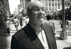 'Dos años, ocho meses y veintiocho noches': Salman Rushdie, la eterna polémica | EL PAÍS Semanal | EL PAÍS - El escritor Salman Rushdie, en Nueva York. / PASCAL PERICH Salman Rushdie, Fictional Characters, New York City, Writers
