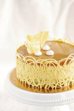 Glaze Icing, Bee Cakes, Cute Desserts, Pastry Cake, Cakes And More, Margarita, Vanilla Cake, Mousse, Cake Decorating