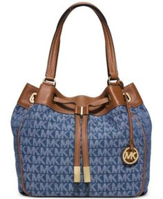 095732240a3d Shop Women s Michael Kors size OS Totes at a discounted price at Poshmark.  Sold by leslie allison.