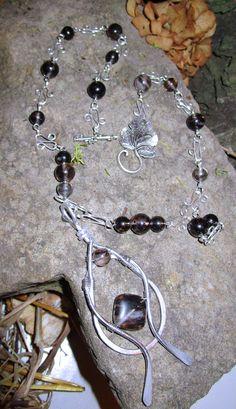 Collier et breloque Mys  Breloque maison avec pierre de tournaline  avec attache en forme de feuille