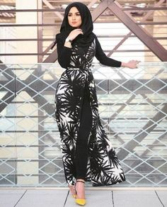 long belted dress hijab look, Hijabista fashion looks http://www.justtrendygirls.com/hijabista-fashion-looks/