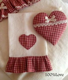 Cute for Valentine's weekend Dish Towels, Hand Towels, Tea Towels, Applique Towels, Sewing Crafts, Sewing Projects, Fabric Hearts, Towel Crafts, Decorative Towels