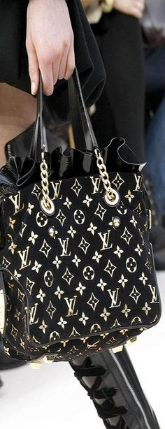 The prettiest Louis Vuitton hand bag that I have ever seen!!!
