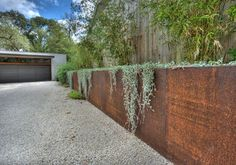 Risultati immagini per Corten steel retaining wall. Pinned to Garden Design - Walls, Fences & Screens by Darin Bradbury Steel Retaining Wall, Steel Fence, Concrete Retaining Walls, Concrete Blocks, Concrete Wall, Retaining Wall Gardens, Cheap Retaining Wall, Backyard Retaining Walls, Retaining Wall Construction