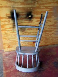 Spray painting chairs - finally a tutorial I can relate too. So easy.