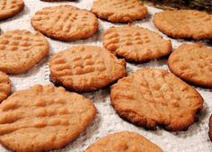 DIABETIC FRIENDLY - Sugarless and Flourless Peanut Butter Cookies made with no flour or added sugar that are delicious! The perfect Keto-Friendly, low carb dessert to enjoy. Diabetic Cookies, Diabetic Deserts, Diabetic Friendly Desserts, Healthy Snacks For Diabetics, Low Carb Desserts, Diabetic Foods, Deserts For Diabetics, Cooking For Diabetics, Diabetic Sweets