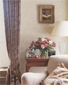 Our interior design guide on how to use damask wallpaper in your home including feature wall ideas, Victorian damask wallpaper, and contemporary damask wallpaper. Farrow Ball, Farrow And Ball Paint, Free Wallpaper Samples, Damask Wallpaper, Home Wallpaper, Neutral Wallpaper, Wallpaper Patterns, Interior Design Guide, Interior Design Inspiration