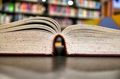 The sooner you read self help books, the earlier you realize some of the most important knowledge to make yourself better. Here're 25 best self improvement books for every situation. Imagenes Free, Growth Mindset Book, Books Everyone Should Read, Books For Self Improvement, Reading Habits, Summer Reading Program, Learning Italian, Teachers' Day, Lus