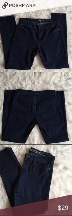 GAP Mid Rise Skinny Fit Jeans In very good condition. Size 6. Waist measures approx 16 inches across, length is approx 29 inches, rise is approx 9 inches. GAP Jeans Skinny
