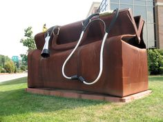 Stanton, Delaware------------Huge Doctor's bag and stethoscope, located outside Apex Medical Center. Statues, Bus Travel, Travel Tips, Travel Deals, Travel Destinations, St Anton, Medical Bag, Roadside Attractions, Outdoor Art