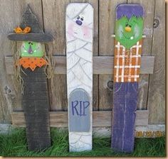 The Pickety Place: More Halloween Trio Pickets primative halloween Halloween Yard Art, Halloween Wood Crafts, Halloween Signs, Halloween Projects, Fall Projects, Holidays Halloween, Fall Crafts, Holiday Crafts, Halloween Decorations