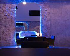 Dettaglio del tavolo/sedute del ristorante Acquadulza. Restaurant Bar, Lounge, Airport Lounge, Lounges, Living Room, Lounge Music