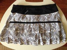 Lululemon Pace Setter Skirt Grey White Flower Beachy Fossil Gray Floral Size 4 #Lululemon #SkirtsSkortsDresses