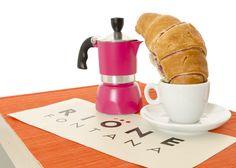 """Chiudete gli occhi. Lasciatevi inebriare dal profumo del caffè. Assaporate un soffice croissant alla marmellata. E ripetete assieme a noi """"Ce la posso fare. Ce la posso fare..."""". ...non funziona?! Venite da Rione Fontana. Arrivare a Venerdì può essere difficile, ma con noi si diventa indistruttibili...e con stile.  Vi aspettiamo nei nostri negozi di Treviso, Mestre e Montebelluna  e nello store on-line: http://www.rionefontana.com/it/"""