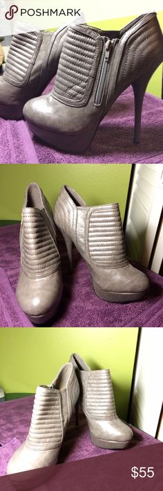 """Shoedazzle Gray Ankle-Boot 5"""" High-Heels - Size 8 Women's Size 8 -Gray Ankle-Boot 5"""" High-Heels Only Gray Pair In-Stock!  Condition: •Great Condition!  •Super Stylish! Super Trendy!!!  •Only worn once before  •Minimal signs of usage  Details: •Heels are about 5"""" tall with 2"""" platform base •Comfortable for High-Heels!   Includes:  •a pink shoedazzle shoe-bag for proper storage and travel pouch  Additional Notes: •these boot-heels are also available in a BLACK color   this item has been…"""