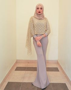 Don't be afraid to sparkle a little brighter 💖 . This is how you rock the casual glam look. Gold heavy embellished on top by @mimpi_kita &…