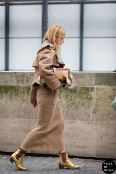 camel outfit with gold chelsea boots