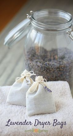 Freshen Laundry with Homemade Lavender Dryer Bags How to make Natural Laundry Fresheners with Lavender Dryer Bags. How to make Natural Laundry Fresheners with Lavender Dryer Bags. Lavender Uses, Lavender Crafts, Lavender Recipes, Growing Lavender, Lavender Wands, Lavender Leaves, Lavender Decor, Wedding Lavender, Lavender Wreath