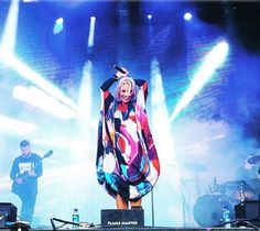 Ina Wroldsen at the Jugendfestivalen, Ålesund with Mantù FW 2017 dress! #concert #castorknowhow #mantu #FW2017 #colours #colourful #jungednfestivalen