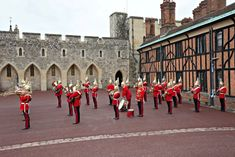 Is Windsor Castle worth a visit? Have a look and see! England And Scotland, England Uk, Windsor Castle, Royal Palace, Day Trip, Celebrity Photos, Great Britain, Architecture Art, United Kingdom