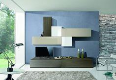 meubles de salon moderne et murs en bleu et à revêtement en pierre
