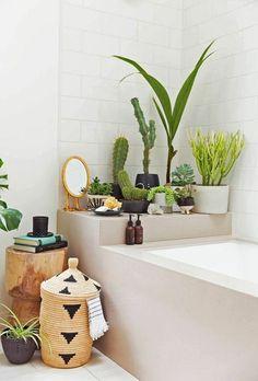 deco salle de bain originale avec plantes vertes