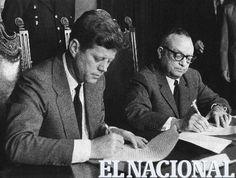 Rómulo Betancourt junto a el expresidente de los Estados Unidos, John Fitzgerald Kennedy. Caracas, 17-12-1961 (ARCHIVO EL NACIONAL)
