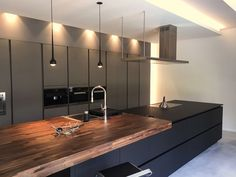 34 Cool and Beautiful Kitchen Design Ideas - Küche - Cozinha Cost Of Kitchen Cabinets, Kitchen Cabinet Design, Kitchen Countertops, Dark Cabinets, Beautiful Kitchen Designs, Contemporary Kitchen Design, Beautiful Kitchens, Home Decor Kitchen, New Kitchen