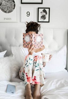 Reading in bed ∆∆∆ 8 Leadership Books All Women Should Read Satin Pyjama Set, Pajama Set, Hygge, Moda Floral, Cozy Pajamas, Woman Reading, Latest Fashion For Women, No Time For Me, Lounge Wear