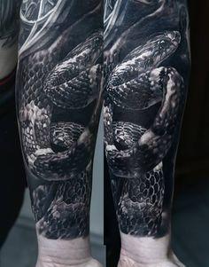 Tatouage réalisé par Domantas Parvainis