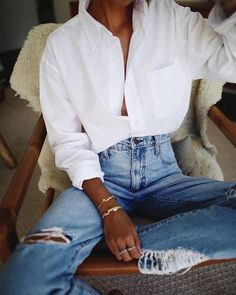 Kayla Shirt in Optic White- Kayla Shirt in Optic White Lounging aroun in Byron with Nobody Denim 👖// ✔ - Mode Outfits, Stylish Outfits, Fashion Outfits, Womens Fashion, Fashion Tips, Fashion Trends, Lifestyle Fashion, Cute Casual Outfits, Ladies Fashion