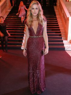 Fiorella Mattheis - A atriz brilhou literalmente no longo decotado