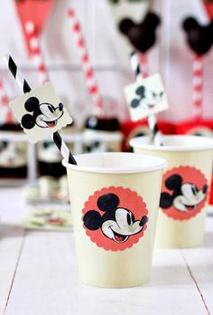 These adorable vintage Mickey Mouse Party Ideas for One Year Old parties are too cute and a perfect way to celebrate your little one's special day! Mickey Mouse Vintage, Mickey E Minnie Mouse, Fiesta Mickey Mouse, Mickey Mouse Clubhouse Birthday, Mickey Mouse Parties, Mickey Party, Mickey Mouse Birthday, Elmo Party, Elmo Birthday