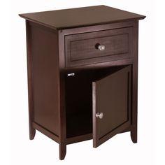 En mi dormitorio sueño, voy a tener mi propia la mesita. tengo mesita color marrón en mi dormitorio