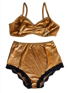31 Last-Minute Gifts That Only Look Expensive Velvet Two Piece Set, Velvet Bra, Women's Lingerie Sets, Sexy Corset, Vintage Velvet, Everyday Outfits, Night Gown, Fashion Brands, Vintage Ladies