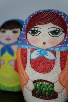 Fabiola  matrioska pintada y bordada por Gineceo en Etsy, $49.00