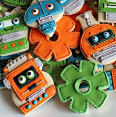 How to make sprocket and gear cookies for a robot party...you ALREADY have this cookie cutter!