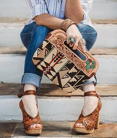 leather handbags and purses Soft Leather Handbags, Tooled Leather Purse, Leather Tooling, Leather Purses, Leather Bags, Leather Backpacks, Pendleton Purse, Western Purses, Leather Projects