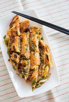 キムチチヂミ by tomoko 「写真がきれい」×「つくりやすい」×「美味しい」お料理と出会えるレシピサイト「Nadia | ナディア」プロの料理を無料で検索。実用的な節約簡単レシピからおもてなしレシピまで。有名レシピブロガーの料理動画も満載!お気に入りのレシピが保存できるSNS。