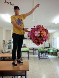 "El ensamblaje o ""assemblage"" se define como la creación escultórica a partir de la unión de materiales y objeto... Cardboard Sculpture, Cardboard Art, Paper Sculptures, High School Art, Middle School Art, Arte Elemental, 3d Art Projects, Sensory Art, Montessori Art"