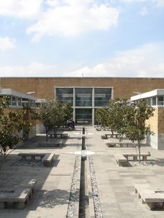 Centro de Invidentes y Débiles Visuales  Arquitectura: Taller de Arquitectura-Mauricio Rocha  Año Proyecto: 2000 Actualmente es el  Instituto Tecnológico de Iztapalapa.
