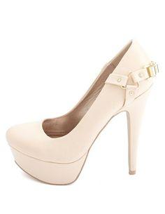 Chaussures à talon, couleur crème.