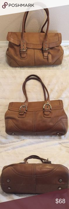Leather Coach Bag🌟 Leather Coach Bag in great condition, it does have some signs of wear as pictured, inside does have some ink stains as pictured, the leather is soft and beautiful it is a great classy bag, it measures 14 inches wide and 9 inches tall, thanks for looking 😊 Coach Bags