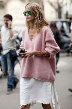 look pink oversized sweater street style