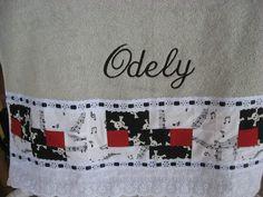 Radialista e roqueiro. Essa mistura resultou na toalha do meu chefe e amigo Odely Sampaio Sampaio, na técnica semi Cabana de Troncos, na matiz P, com um detalhe em vermelho. 5 de junho de 2013.