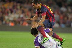 Adriano es entrado duro por un jugador del Valladolid